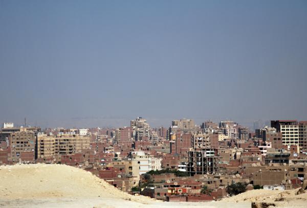 Вид на Каир со стороны пирамид.