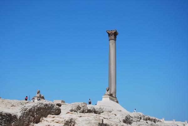 Колонна Помпея и сфинксы