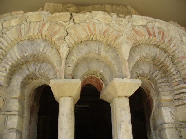 Сохранившиеся капители колонн храма Николая Чудотворца в Демре