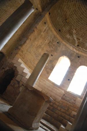 Центральный неф и алтарь.Храм Николая Чудотворца в Демре