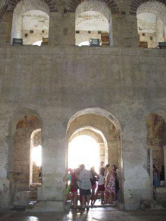 Центральный неф. Храм Николая Чудотворца в Демре