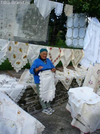 Жительница городка Тихань.