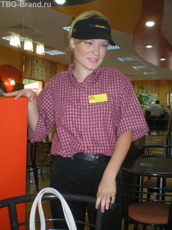 Моя дочь , студентка, сотрудник Макдоналдса.