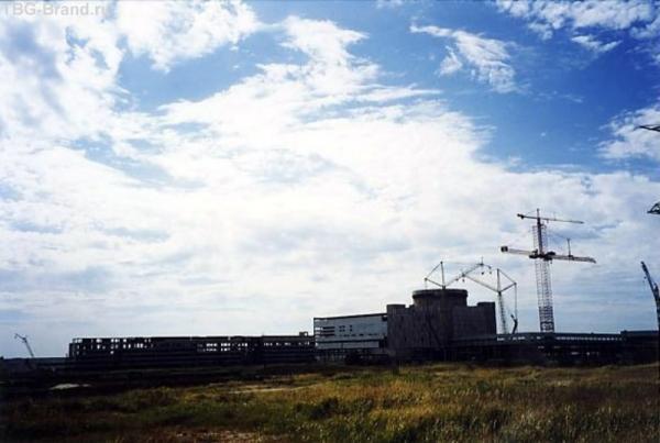 АЭС. Виден датский кран