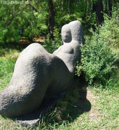 Скульптура, наверное женского рода
