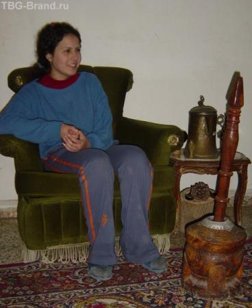 девушка со ступой