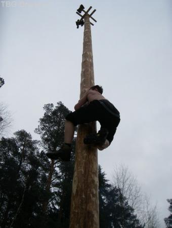 взятие валенок с вершины столба