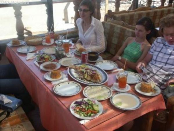 обед на набережной