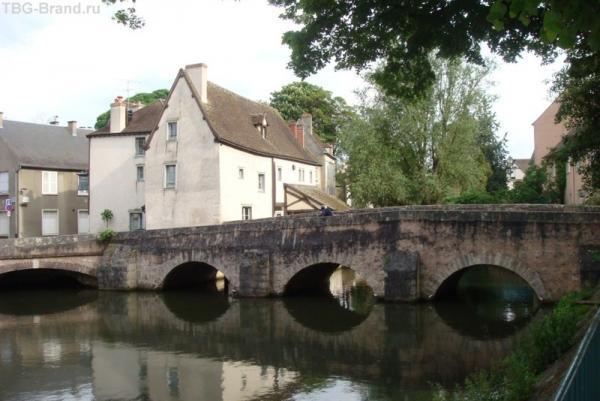 Старинный мост Шартра