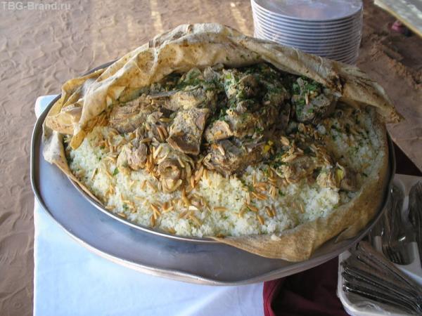 Национальное иорданское блюдо мансаф