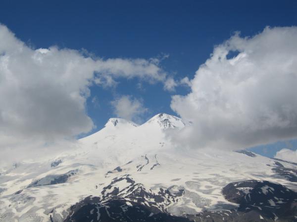 Вид с вершины Чегета на Эльбрус