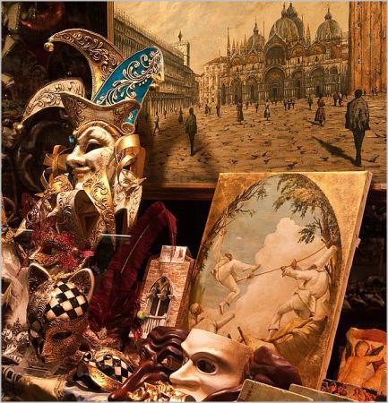 Витрина сувенирной лавочки в Венеции