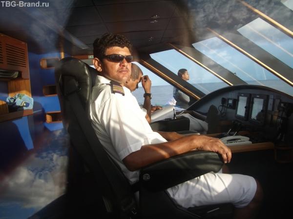 капитан катамарана