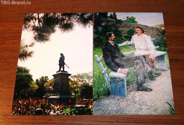 Памятник Петру и картина в гимназии