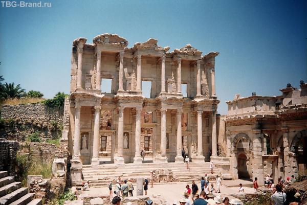 Здание библиотеки Эфес