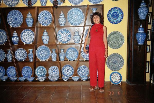 Красиво - синяя посуда