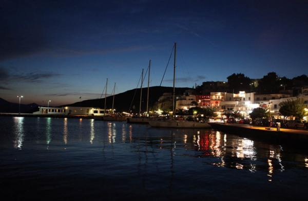 Адамантас - порт на острове Милос