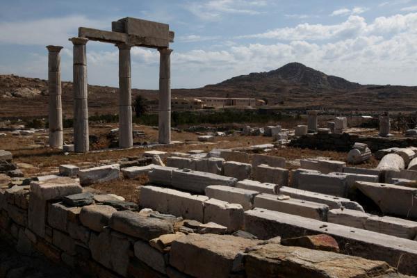руины храма на острове Делос