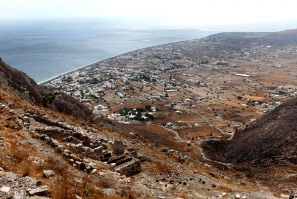 вид с горы, где стоит Античная Тира, пешеходная тропа с другой стороны горы