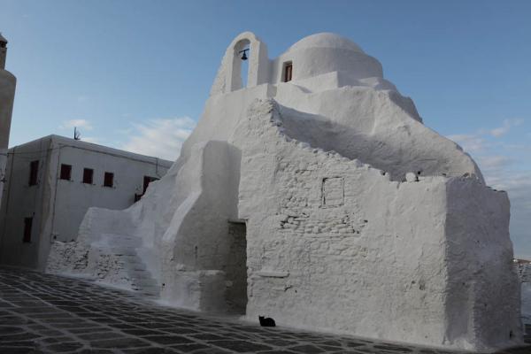 старая-старая церковь на острове Миконос