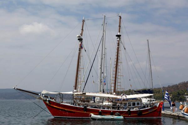 на острове Порос в порту