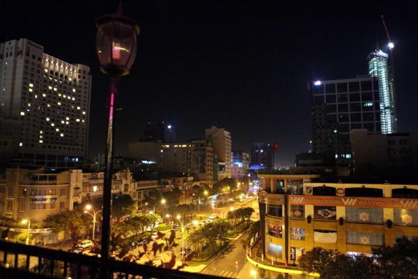 вид на ночной город с отеля Рекс