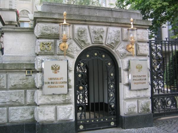 вход посольство РФ