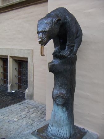 Источник в виде медведя