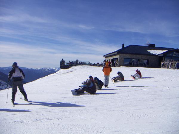 сноубордисты перед спуском