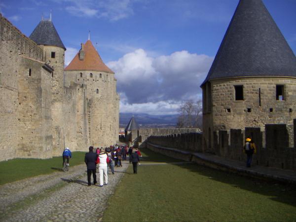 Каркасон, стены и укрепления, между стенами