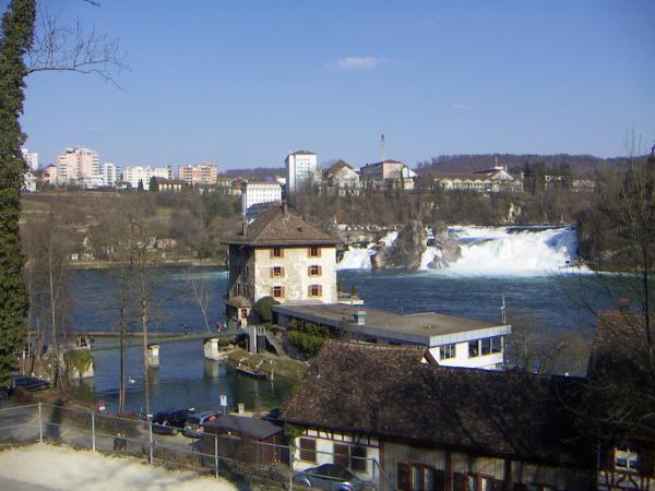 Единственный в Европе равнинный водопад- Рейнский водопад