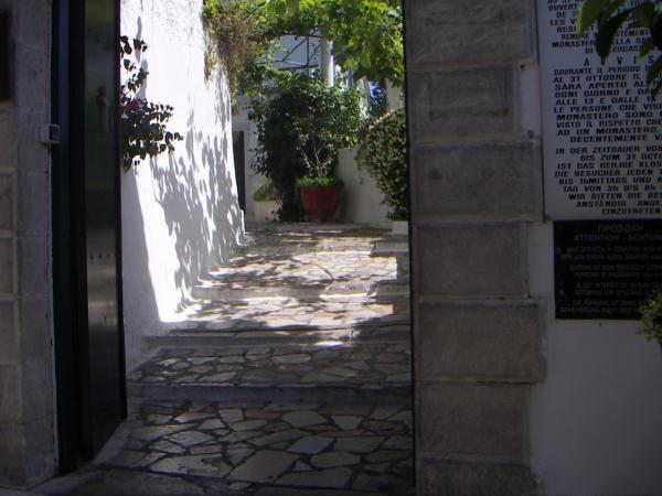 Вход в монастырь Палеокастриса