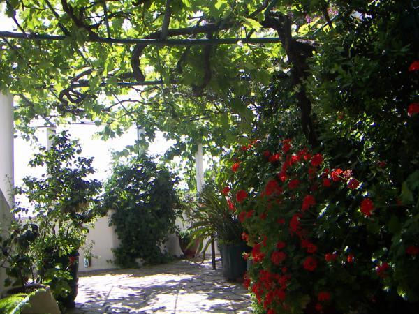 Галлереи монастыря Палеокастриса