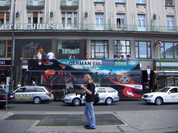 А вот и немцы на автобусе...