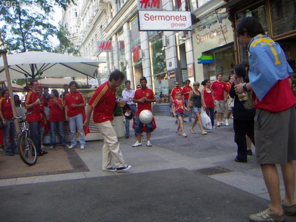 Нет испанца без футбола...