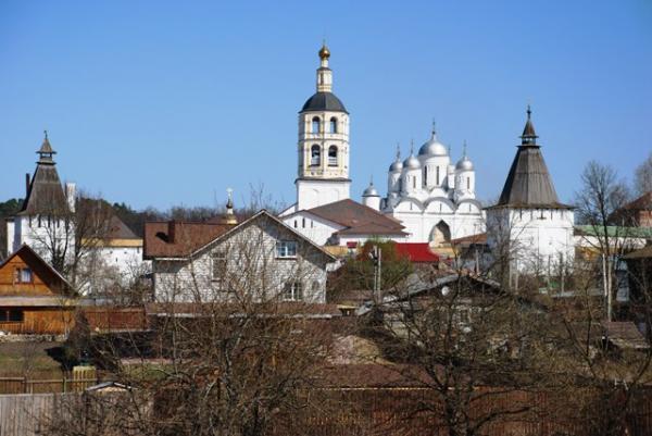 Вид на Свято-Пафнутиев Боровский монастырь