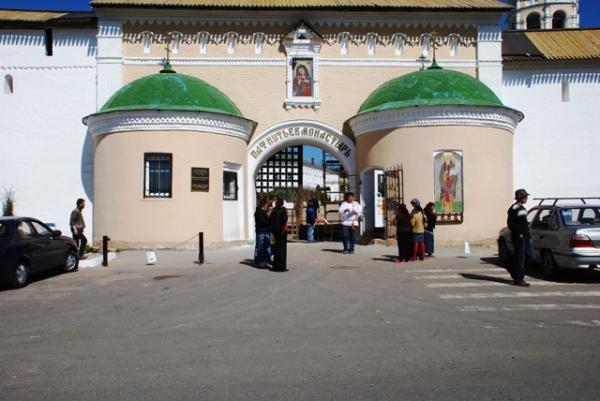 Свято-Пафнутиев Боровский монастырь. Главные ворота.
