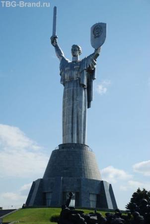 Родина-мать по Украински. Говорят, меч в ее руках раньше был длиннее. Обломался:)