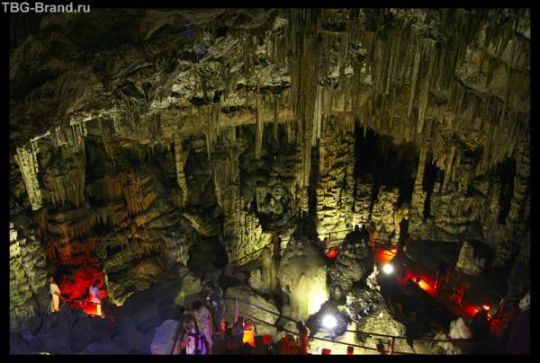 Пещера в которой по легенде родился Зевс.