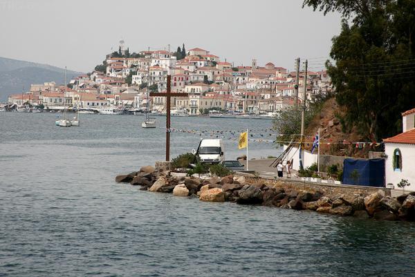 Остров Порос.Это очередной остров Посейдона. Как любой уважающий себя остров- он имеет античные развалины:-)))