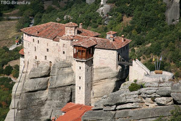 Монастырь Русану. В нем 4 этажа. По одной из версий его основатель был славянином.