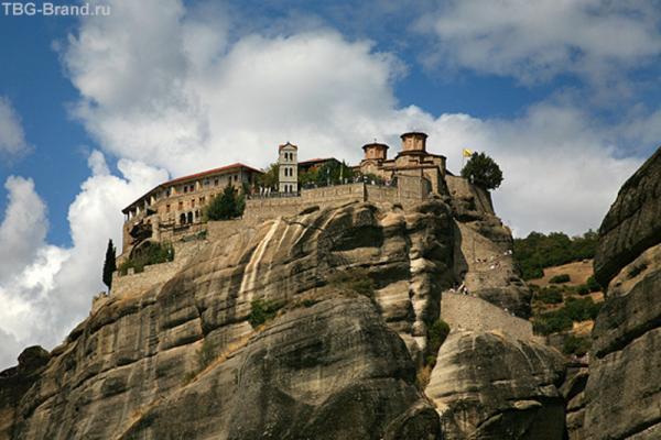 Монастырь Варлаама с другой стороны.