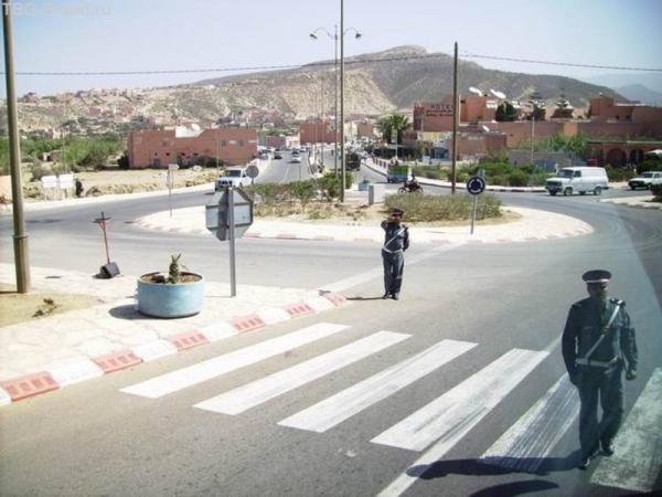 """Полицейских снимать запрещено! Могут отобрать фотоаппарат и оштрафовать. Это - """"съемка скрытой камерой"""" из автобуса"""