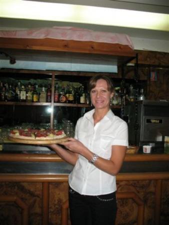 В Занзибаре королевская пицца