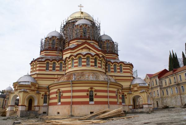 Монастырь готовится к Пасхе