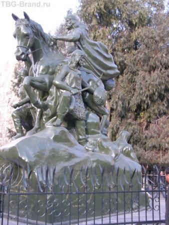 Памятник Саладдину