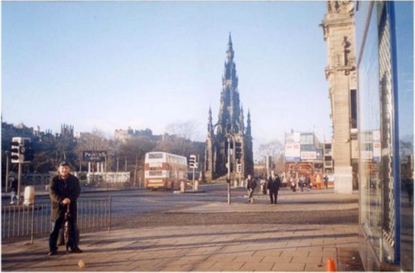 Храм в честь Роберта Бернса в Эдинбурге (поэт - значит святой! =)