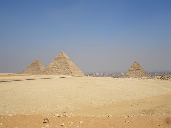 Знаменитые пирамиды из Гизы