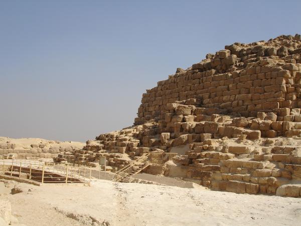 Пирамидка жены фараона