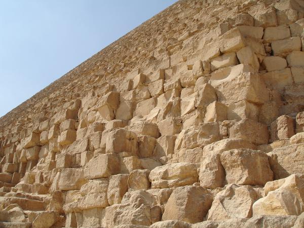 Каменные блоки пирамиды Хеопса